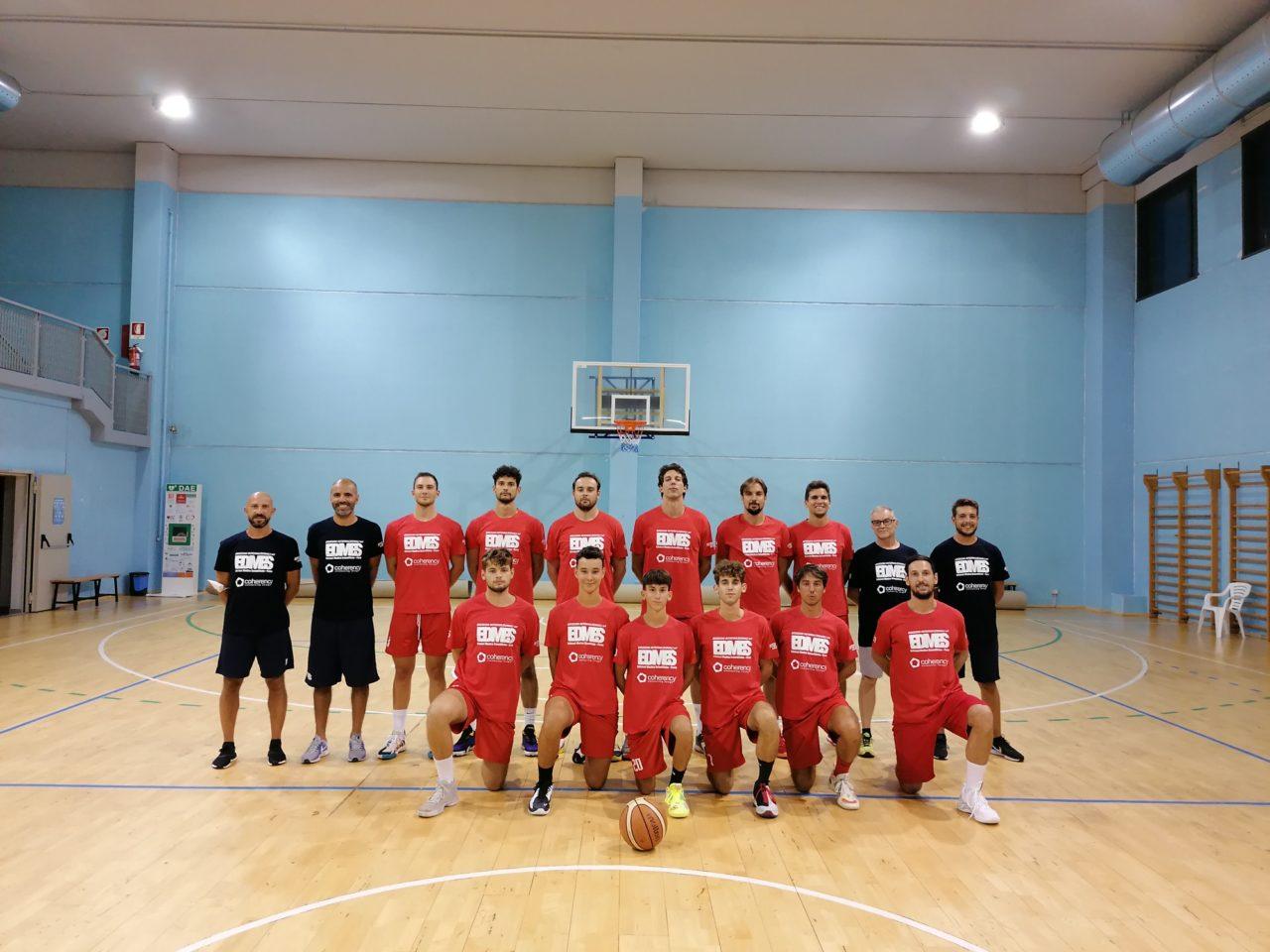 https://www.sanmaurense.it/basket/wp-content/uploads/2021/08/Foto-di-squadra-1280x960.jpg